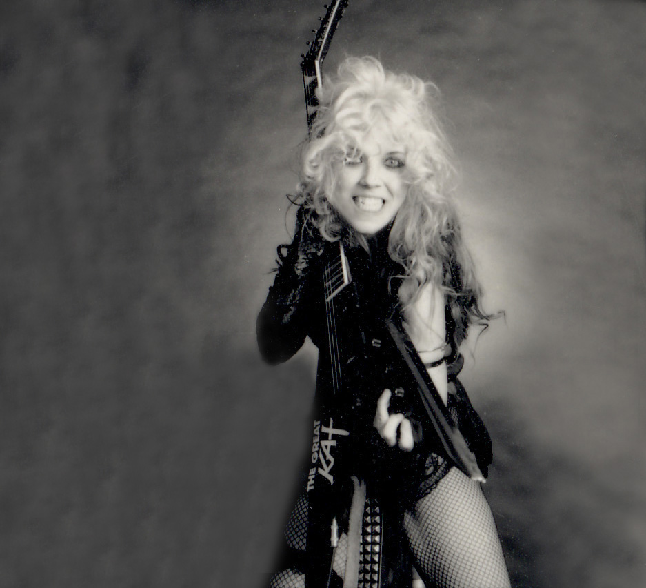 "THE GREAT KAT DOMINATERS her FLYING V on ""BEETHOVEN ON SPEED"" ERA!"