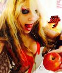 SHE-DEVIL SHREDDING in THE BIG APPLE SELFIE - THE GREAT KAT in NYC!