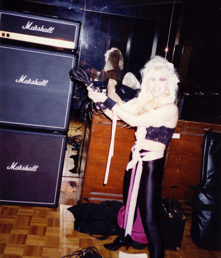 """THE GREAT KAT GETTING READY TO SHRED during the VISIONARY """"DIGITAL BEETHOVEN ON CYBERSPEED"""" CD/CD-ROM RECORDING!"""