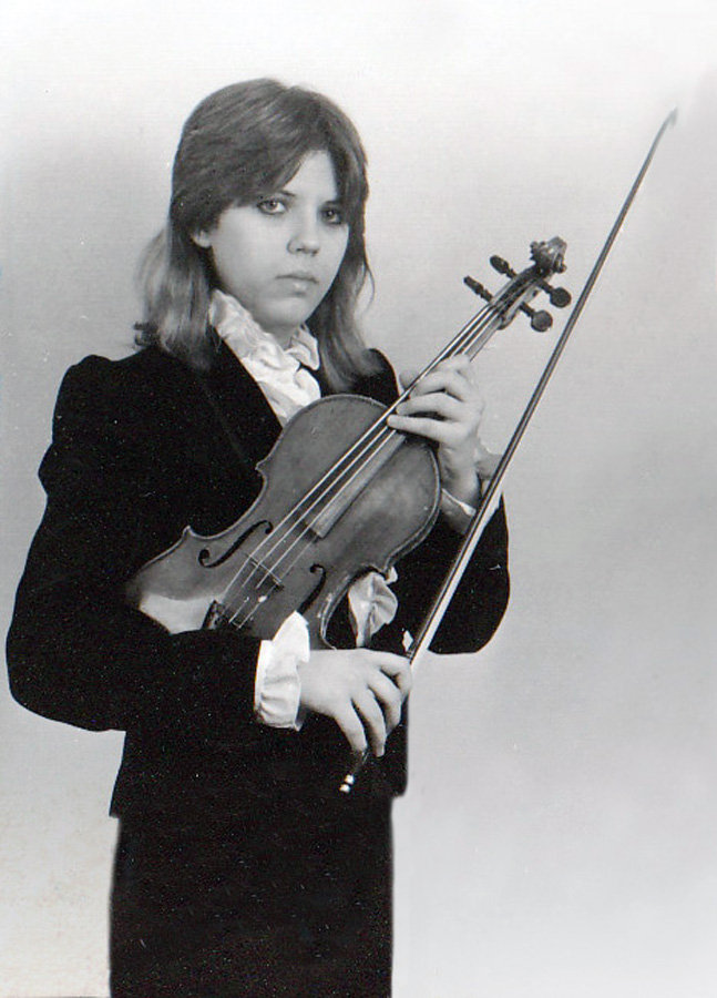 KATHERINE THOMAS, VIRTUOSO VIOLINIST! BEFORE CARNEGIE RECITAL HALL SOLO VIOLIN DEBUT!