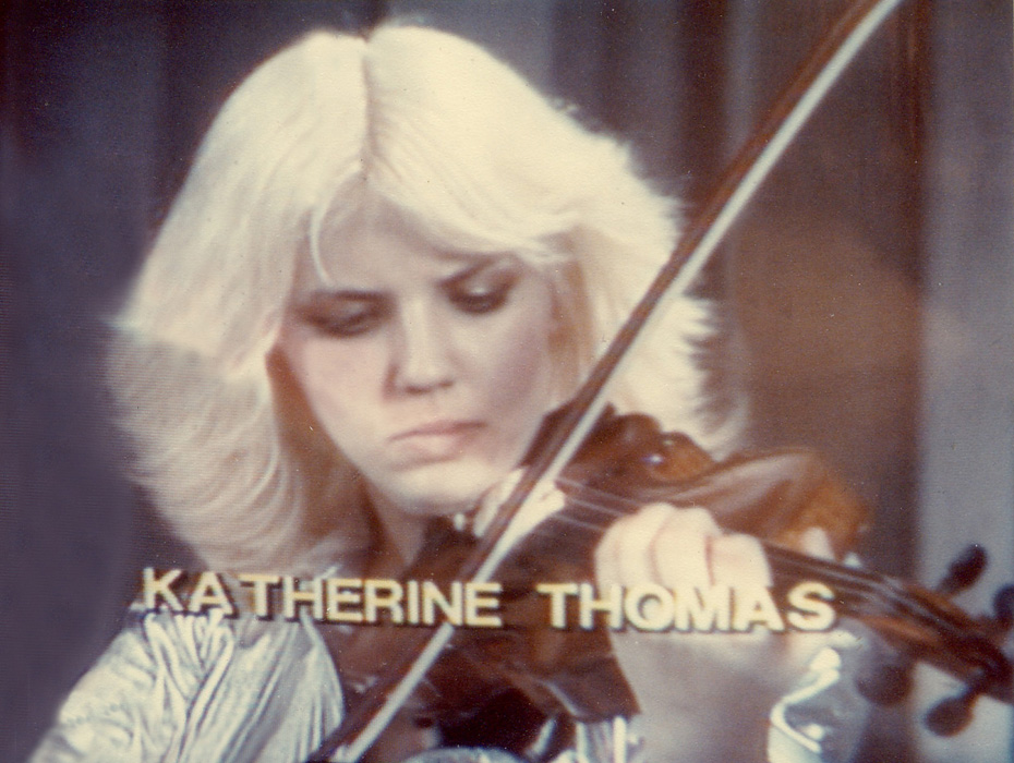 KATHERINE THOMAS, HOT VIOLIN VIRTUOSO PERFORMING SOLO VIOLIN on TV SHOW INTERVIEW!