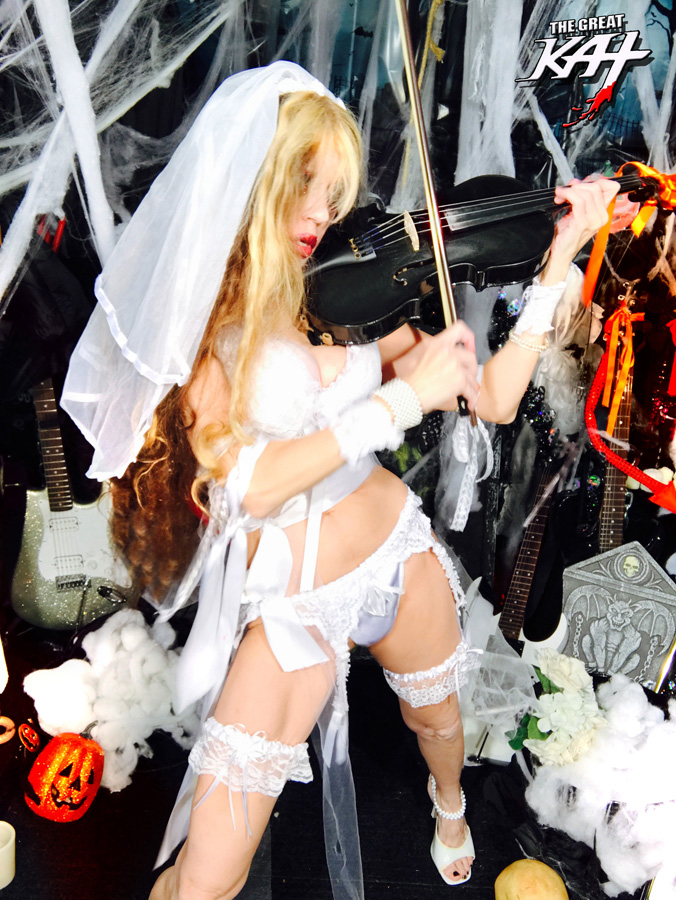 """BRIDESMAID SHREDDING VIOLIN!! at """"ROUND OF THE GOBLINS""""! SNEAK PEAK FROM NEW DVD!"""